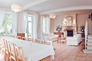 Domaine de Vincenti | La Petite Maison - Salle à manger et salon